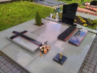 Paminklas   kapinėse- suomiškas granitas , kapo danga ,