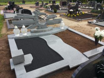 Paminklas   kapinėse-  granitas ,  kapo danga , skulptūra ,, Saulės šviesa  ,,