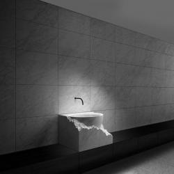 Sienu apdaila marmuru , kriaukle is vientiso marmuro gabalo