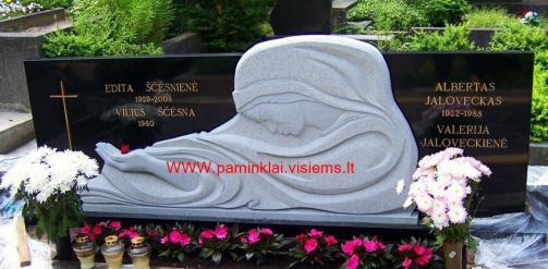 Bareljefas is suomisko granito ,, Marija ,,  2m * 1,2m -7cm